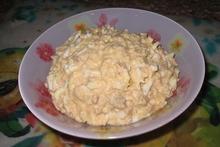 Cалат с печенью минтая и ананасами